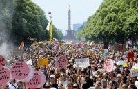 Тысячи людей в Берлине вышли на митинги за и против ультраправых
