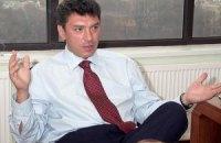 На автомобиль Немцова бросили унитаз