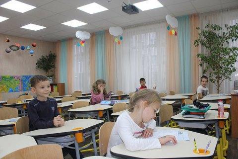 Киевская власть отказалась отправлять школьников на каникулы на неделю раньше