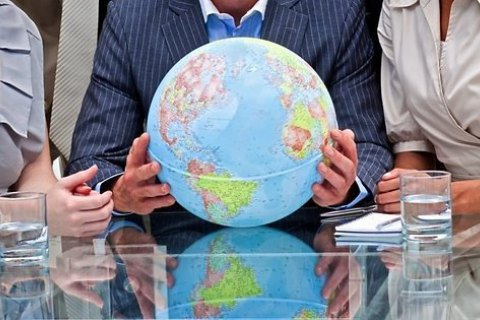 У Латвії вилучили з продажу глобуси з Кримом у складі Росії
