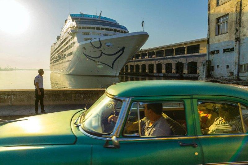Символом и предзнаменованием грядущих перемен можно считать прибытие первого за последние 40 лет американского круизного корабля в Гавану, Куба, в мае 2016 года.
