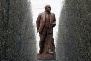 Под памятником Ленину в Киеве подожгли дымовую шашку
