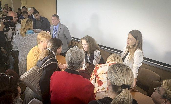Младлена Качурець ( в центрі) спілкується к колективом Одеського національного медичного університету