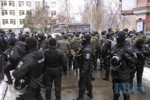 Труханова намагалися побити біля суду