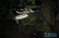 Под Киевом BMW 3-series вылетел с дороги и протаранил дерево
