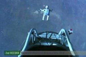 Австрійський спортсмен стрибнув із парашутом зі стратосфери
