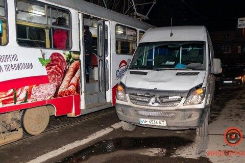 На Львівщині мікроавтобус виїхав на зустрічну та протаранив вантажівку: троє загиблих