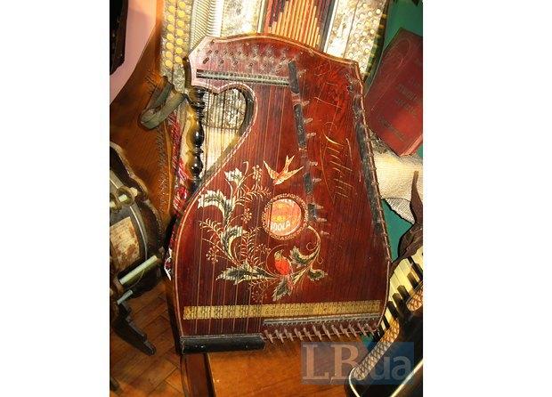 Серед музейних дивовиж рідкісний інструмент – цитра