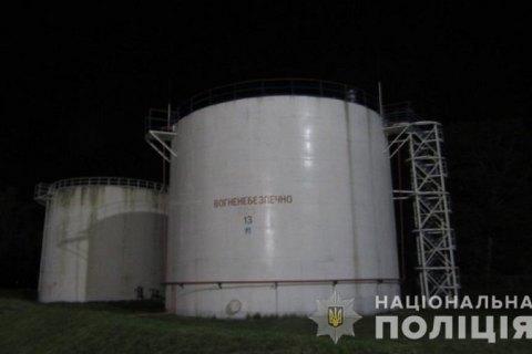 """В аеропорту """"Бориспіль"""" затримали чоловіка, який вкрав 2,3 тис. літрів гасу"""