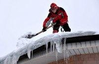В Харькове погиб промышленный альпинист, который убирал снег с крыши