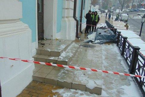 Поліція затримала чоловіка, який намагався підпалити Андріївську церкву в Києві
