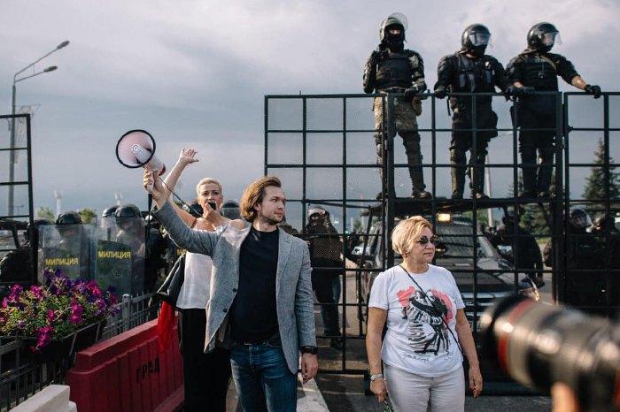 Мария Колесникова и Иван Кравцов во время митинга под резиденцей президента в Минске