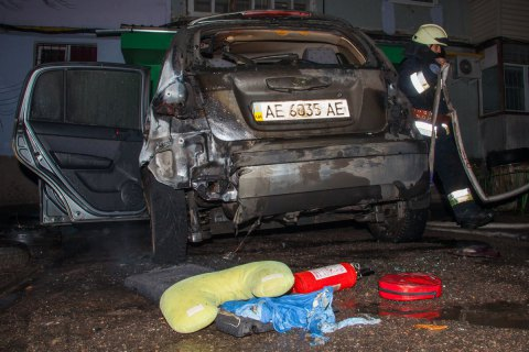 Посольство ЄС засудило підпал машини дніпровського антикорупціонера