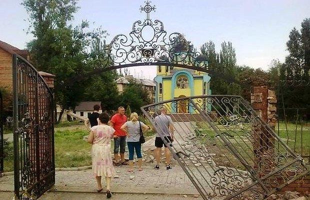 Храм Покрова після артобстрілу 8 серпня 2014 р.