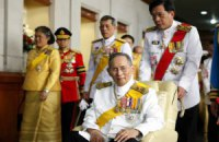 Король Таиланда по совету врачей отменил празднование дня рождения