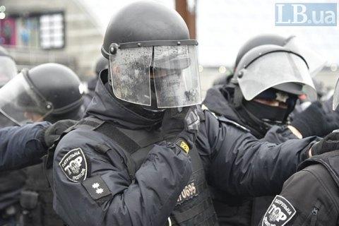 У центрі Києва намагалися захопити будівлю, поранено поліцейського