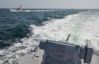 Украинские корабли начали отход из Керченского пролива, российские их преследуют