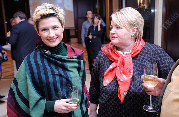 Экс-пресс-секретарь Президента Украины Ирина Ванникова (слева)