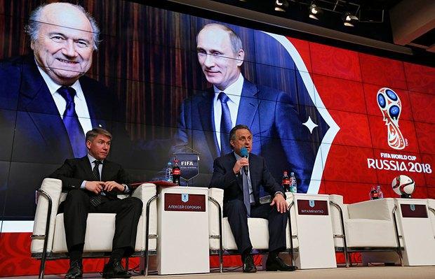 Алексей Сорокин (слева) и министр спорта РФ Виталий Мутко во время пресс-конференции, посвященной ЧМ-2018