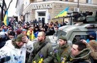 """Жители Мариуполя встретили бойцов """"Азова"""" после наступления"""