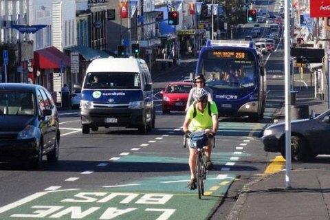 У Києві велосипедистам дозволили їздити по смугах руху транспорту