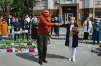 Посол Нідерландів подарував 600 горщиків з тюльпанами двом київським лікарням