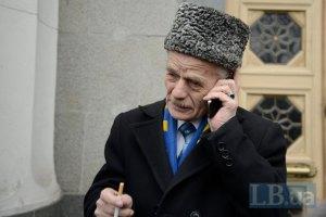 Российские военные не пустили Джемилева в Крым