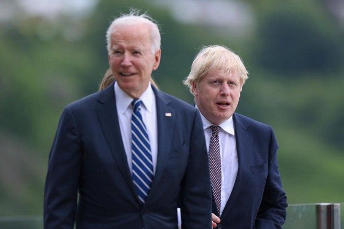 Президент США Джо Байден и премьер Великобритании Борис Джонсон во время переговоров в Карбис-Бэй