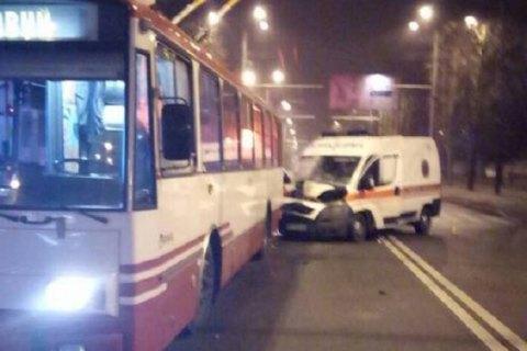 У Харкові швидка допомога врізалася в тролейбус