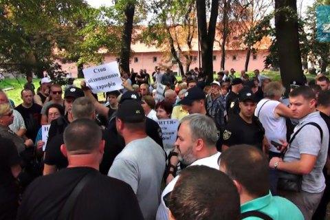 Во Львове участников пророссийского митинга забросали помидорами