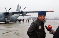 США передали шлемы и маски для украинских военных