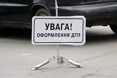 У Харківській області машина збила насмерть трьох робочих автодору