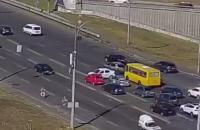 В Киеве водитель развернулся через четыре полосы, его нашли с помощью камер наблюдения