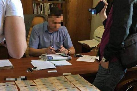 Керівника харківського вокзалу спіймали на отриманні 350 тис. грн відкату