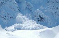 ГосЧС предупреждает об угрозе схода лавин в Карпатах