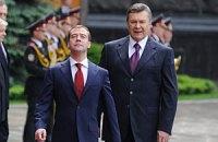 Янукович поздравил Медведева с проведением выборов