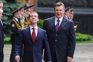 ПР: Медведев шантажирует Украину