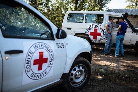 Червоний Хрест направив на Донбас 23 вантажівки з гуманітарною допомогою
