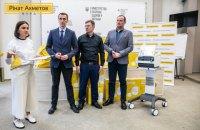 Фонд Рината Ахметова передал Минздраву оборудование для спасения больных от осложнений коронавируса