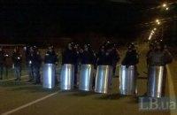 """""""Беркут"""" охраняет вход в резиденцию Януковича (Добавлены фото)"""