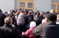 В Черкассах оппозиция штурмует сессию горсовета