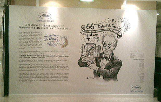 Карикатура на Стивена Спилберга украшала одну из внутренних стен каннского Дворца фестивалей