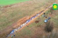 В реку около Бучи выбросили три тысячи канистр с химикатами