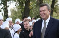 Азаров не видит альтернативы Януковичу и обещает семилетку стабильности