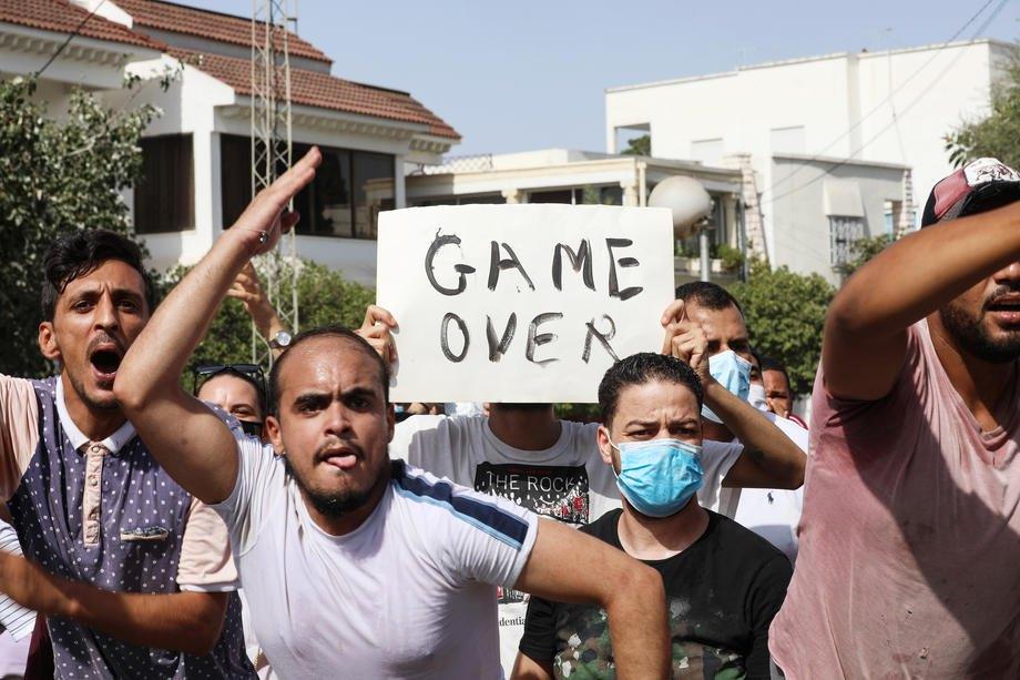 Протест біля будівлі парламенту в столиці Тунісу, 26 липня 2021 р.