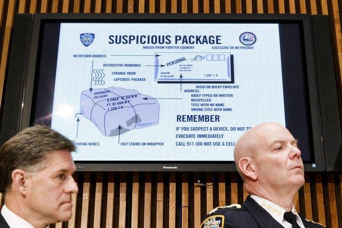 Брифинг комиссара полиции Нью-Йорка Джеймса О'Нила и мэра Нью-Йорка Билла де Блазио по поводу подозрительных пакетов, найденных в офисах CNN и офисе Роберта Де Ниро, Нью-Йорк, 25 октября 2018.