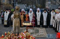 Возле музея Голодомора отслужили панихиду по жертвам трагедии