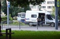 Зловмисник, що захопив заручників у Луцьку, заявив про вибухівку в місті