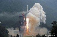 """Китай запустил ракету """"Чанчжэн"""" с двумя спутниками"""