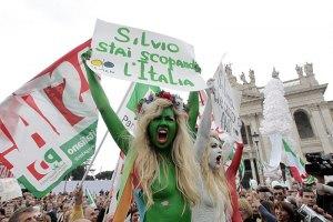 Голые FEMEN в Риме протестовали против Берлускони